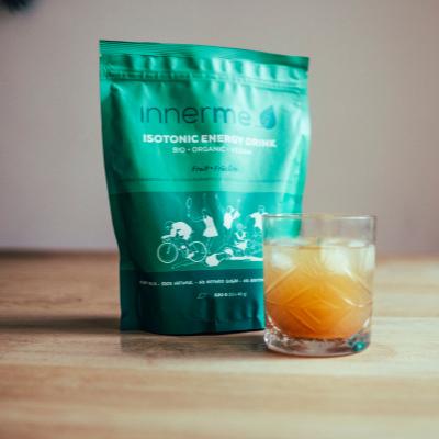 Copo de Bebida Energética Isotónica Fruta Innerme - 100% Natural, Biológica e Vegan -, mata a sede, eleva o teu desempenho desportivo e acelera a recuperação. Moonsport